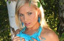 """Kočárky před sámoškou.Holčička v kočárku: """"Jsem panna, nejsem panna, jsem ..."""""""