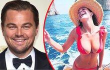 Pořádně žhavými výhledy se při brázdění Středozemního moře mohl kochat oscarový herec Leo DiCaprio (43). A nemohly za to jen útesy a moře.
