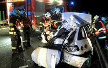 Čtyři lidé zemřeli při noční dopravní nehodě mezi Vodňany a Protivínem, když 34letý řidič dodávky přejel do protisměru a čelně se srazil s osobním autem. Podle mluvčí policie Miroslva Doubka, se čtyři lié vraceli z dovolené.