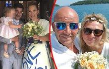 Herec Saša Rašilov (46) je ženáč! Partnerku Lídu Němečkovou pojal za manželku na jejím rodném Valašsku. Také jeho kolega Pavel Nečas všechny šokoval, když zveřejnil svatební fotku.