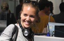 Vysmátá Lucka Vondráčková už sedí v letadle! Co ji čeká v Kanadě