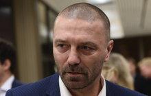 Bývalí fotbaloví spoluhráči vězně Řepky: Tome, přijdeme za tebou!