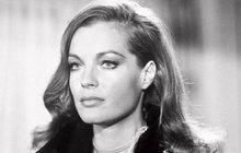Patřila mezi nejkrásnější herečky své doby a svět jí ležel u nohou. Jenže život představitelky císařovny Sissi Romy Schneider (†43), která by se 23. září dožila osmdesáti let, byl plný tragédií. Nešťastná láska, pokus o sebevraždu, potrat, vážná nemoc. I když krásná herečka žal a deprese utápěla valkoholu a prášcích, nakonec vše zvládla a natočila celou řadu úspěšných filmů. Tragickou smrt syna Davida (†14) však její srdce neuneslo…