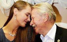 Když si ruský herec Ivan Krasko bral před třemi lety mladičkou Natalii, byla to obrovská sláva. Jenže teď je rozvod na spadnutí. Manželka totiž smanželem odmítá mít sex. Pro Ivana je to obrovský problém, chce se totiž ještě stát otcem