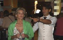 Sharon Stone (60) se svým italským »zajíčkem« na Mallorce  Co ta ruka  šmátralka ! f1637b8d5e