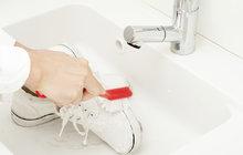 11 triků se zubní pastou: Usnadní vám život nejen při čištění zubů