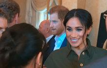 Tajemství odznaků na uniformě prince Harryho (34) odhaleno! Při australském turné se princ spolu s vévodkyní Meghan (37) účastnil ceremonie k otevření památníku padlým novozélandským a australským vojákům v Hyde Parku v Sydney.<strong></strong>