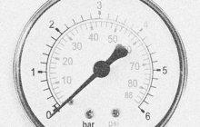 Škodu za 12 500 devizových korun napáchali v březnu 1984 na stavbě silnice v Postoloprtech na Lounsku dva lehkovážní učňové (oba 16). Ve volných chvílích si krátili čas střelbou ze vzduchové pistole a za terče si vybrali manometry neboli měřiče tlaku zahraniční výroby.