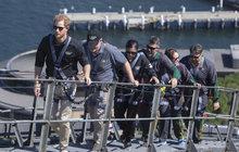 Britský princ Harry (34) pokračuje v návštěvě Austrálie a manželka Meghan (37) ho věrně doprovází na každém kroku. Jsou však místa, kam se těhotná vévodkyně nepouští – třeba když jde o výšlap na 134 metrů vysoký most Harbour Bridge v Sydney.