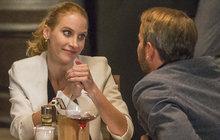 Nechala doma desítiměsíční dceru Sofii a vrhla se do náručí jiného muže! A manžel Filip Renč (53) jí to ještě posvětil! Marie Renčová (31) totiž získala první roli po porodu. Zahraje si v seriálu Krejzovi.