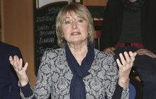 Velmi smutně prožívala svoji účast na akci Světlo pro Světlušku Eliška Bazlerová (69). V televizním přenosu promluvila o zdravotních problémech své maminky, kvůli kterým se pak v zákulisí rozplakala.