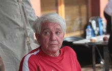 Stačilo málo a Jiří Krampol (80) by trávil Štědrý den vNemocnici na Františku. Na nemocničním lůžku skončil kvůli problému sprůduškami a odešel o několik kilo lehčí…