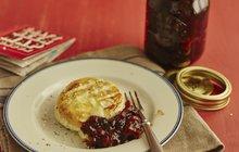 <strong>POTŘEBUJETE:</strong>1 lžičku másla1 lžíci třtinového cukru1 lžíci melasy (nebo medu)šťávu ze čtvrtky citronu2 lžíce balzamiko octa2 lžíce rajského protlaku1 lžičku škrobušpetku soličerstvě namletý pepř