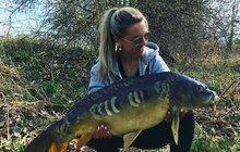 Produkční Lucie (33) z Prahy se ve volném čase věnuje rybaření!