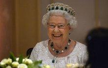 Londýnský aukční dům Kerry Taylor chystá dražbu vzácného předmětu – panenky, která ve třicátých letech patřila královně Alžbětě II. (92)!