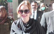 Pašeračka Teraza H. (22) ve čtvrtek již po několikáté přišla kpákistánskému soudu, a opět odešla sprázdnou. Soudní líčení bylo opět odloženo, konkrétně na pátek 16. listopadu. Tereza však věří, že i přes opakované odložení, bude brzy doma vČesku!