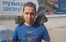 Politický thriller s názvem »Únos premiérova syna na Krym« nebere konce. V jeho dalším pokračování se včera údajný únosce pasoval na kamaráda »zajatce«. Ten zase viní ze lži svého otce a chce být vyslýchán policií. A do příběhu se zamotala i ukrajinská láska.