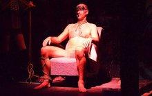 Praha 2 o víkendu ožila poměrně netradiční výstavou Voayer. Mezi exponáty se dobrovolně zařadil i Petr (30), své tělo přijel odhalit až ze Strakonic.