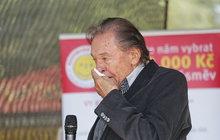 Karel Gott (80) v slzách: SMRT DVORNÍ TEXTAŘKY!