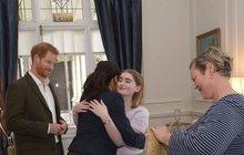 Novozélanďanka (†19) objala prince Harryho a Meghan: Splnila si sen a šla do nebe!
