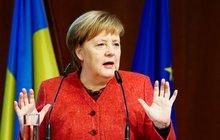 Merkelová musela na summit běžnou linkou: Kancléřka opouští vládní speciál po nouzovém přistání