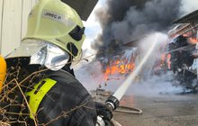 Za zásahy u požárů dostanou hasiči po Novém roce navíc kolem 3 tisíc korun měsíčně. Policistům sloužícím v terénu se zase rizikový příplatek zvedne nejméně o 2,5 tisíce!