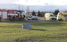 Tragicky skončila včera nehoda na hlavním tahu z Mostu do Plzně poblíž čerpací stanice na výjezdu ze Žatce.