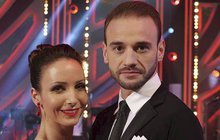 Včerejší večer ukázal, kdo zhvězd taneční soutěže StarDance postoupí do finále. Mezi páry, které se utkají o první místo, ale už nezazáří Veronika Arichteva a Michal Necpál, ti včera vypadli.