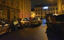 Mladík (†17) zemřel při potyčce, ke které došlo v sobotu večer v jednom z bytů v plzeňské městské části Jižní Předměstí. Utrpěl řezná poranění, údajně od mačety