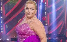 """Tohle se jí určitě nelíbilo! Pavla Tomicová (56) se sice probojovala do vysněného finále StarDance, ale ne díky tanečním vlohám. Alespoň tak Aha! komentoval její postup porotce Radek Balaš (52). Dokonce ji přirovnal k """"tanečnímu dřevu"""" minulé řady Lukáši Pavláskovi (40)."""
