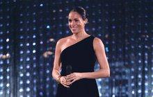Britské módní ceny nečekaně rozzářila Meghan:  Bohyně v černém!