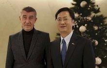 »Kolaborant« Babiš musel na kobereček: Omlouval se za Huawei?