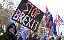 Britské zboží, zejména léky pro české pacienty, zdraží cla! České firmy budou masivně propouštět! Takové scénáře hrozí v případě, že Spojené království už za 71 dní opustí Evropskou unii bez dohody. Tu totiž v úterý britští poslanci poslali ke dnu.