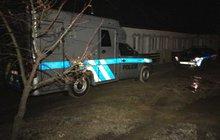 Lupiče, kteří přepadli pumpu u Nelahozevsi a mají na svědomí čerpadlářku Janu Š. (†58), rozdělil mamon. Vrah, který ženu zastřelil, svého komplice údajně ošidil. Ten ho zřejmě z rozhořčení udal.