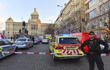 Na Václavském náměstí v Praze se v pátek krátce po 15. hodině zapálil muž,ročník 1964. Podle informací houhasili kolemjdoucí hasícím přístrojem.Je popálen na 30 procentech těla.