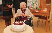 Byla vůbec nejstarší obyvatelkou naší země. Květoslava Hranošová (†108) se narodila 26. ledna 1910 za Rakouska-Uherska. Zažila první republiku, obě války i komunismus. Zemřela v neděli, pouhých 6 dní před 109. narozeninami.