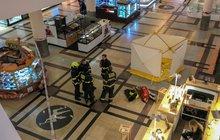 Smrt v centru Prahy: Mladík se zabil v obchodním domě
