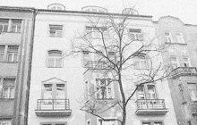 Sebevraždu starého muže, nájemníka bytu na pražských Královských Vinohradech, oznámil v dubnu 1925 policii obchodní jednatel František P. Nešťastník zanechal dopis na rozloučenou, v němž vysvětlil důvod svého rozhodnutí. Dostal výpověď z bytu a neměl se kam vrtnout.