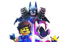 Do kin celého světa úspěšně vtrhnul další film z kostiček a o kostičkách. Lego příběh 2 ovšem není jen pro děcka, tvůrci si hodně dávají záležet, aby pobavil i dospěláky. Například angažováním Bruce Willise (63) nebo Batmana.