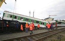 Deset obžalovaných, manažerů a šéfů stavebních firem, živnostník a úředník stojí opět před soudem kvůli železničnímu neštěstí, které se odehrálo 8. srpna 2008 ve Studénce roku 2008. Poprvé je totiž soud osvobodil.
