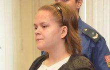 Simona (19) zabila milence (†38):   4x měli sex,  33 ranami vraždila