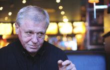 Jazzman Laďa Kerndl (73) leží od úterka na jednotce intenzivní péče nemocnice v Blansku, kam jej přivezla záchranka. Známý zpěvák ještě o víkendu vystoupil na Česko Slovenském plese, kde už se potýkal s těžkou virózou.