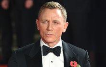 Natáčení nové, už 25. bondovky, se zdrží déle, než se očekávalo. Zranění herce Daniela Craiga (51), který si při akci na place na Jamajce ošklivě zvrtnul kotník, totiž vyžaduje operaci!