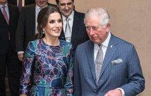 Obluzoval Amal, teď královnu... Balič žen Charles!