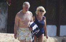 Foto týdne: Princ Charles s Camillou v Barbadosu - Jak jim sednou plavky?