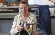 Herečka Iva Janžurová (77) o natáčení Teroristky: Stůj, nebo Janžurka vystřelí!