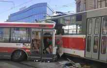Děsivá nehoda v Brně: Šoféra trolejbusu operovali!