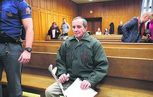 Terorista - důchodce stráví 4 roky v base