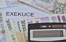 Exekuci na důchod má přes 90 tisíc Čechů: Seniorům vezmou i 2,5 tisíce!