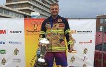 Seznamte se!  Tohle je Michal Brousil,  nejtvrdší hasič Evropy!